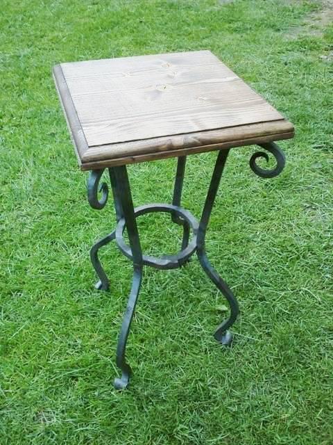 Kovaný stolek na kávu - značkové zboží
